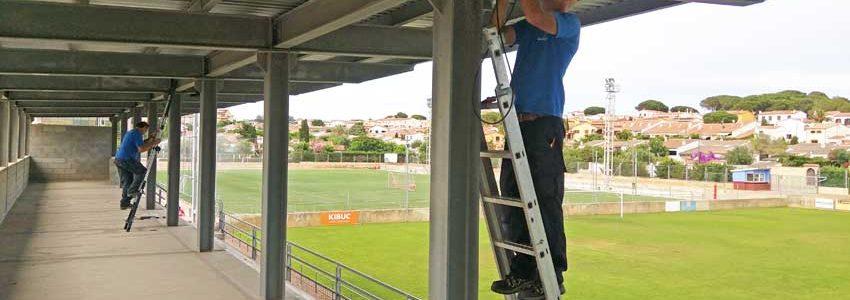Sonorización de la grada principal del campo de fútbol Nou Miramar